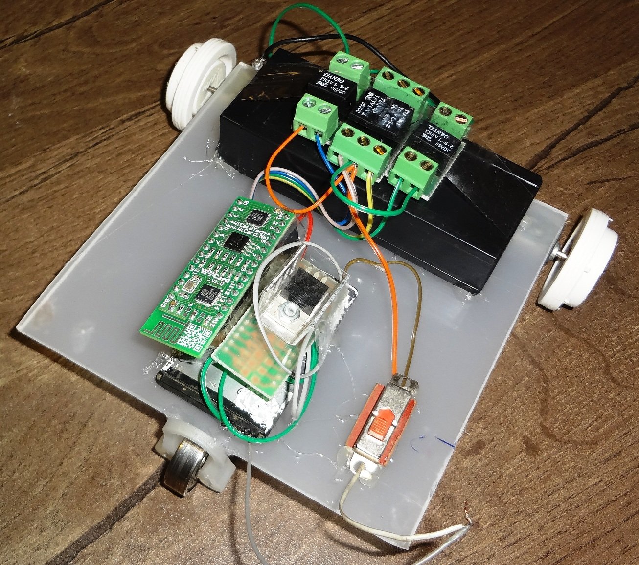 WiFi controllable robot 1 - WiCard